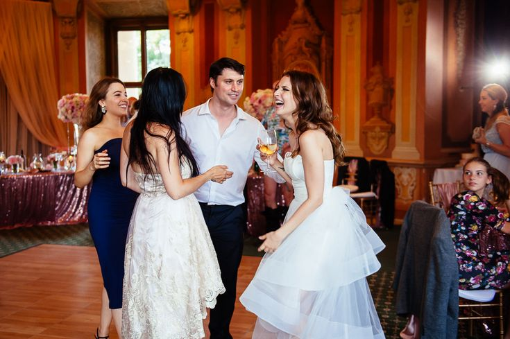 Chateau Liblice.Свадьба в Чехии. Свадебный фотограф в Чехии: репортаж эмоции на свадьбе, невеста и гости