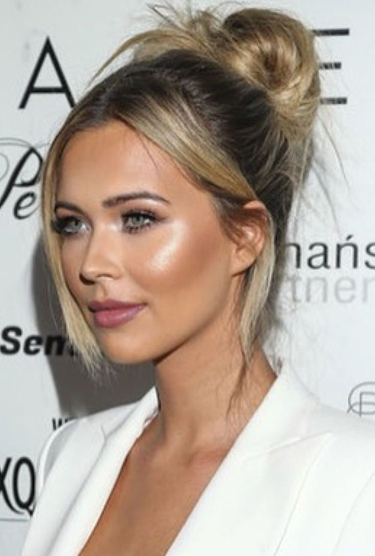 Face makeup cheek highlighter
