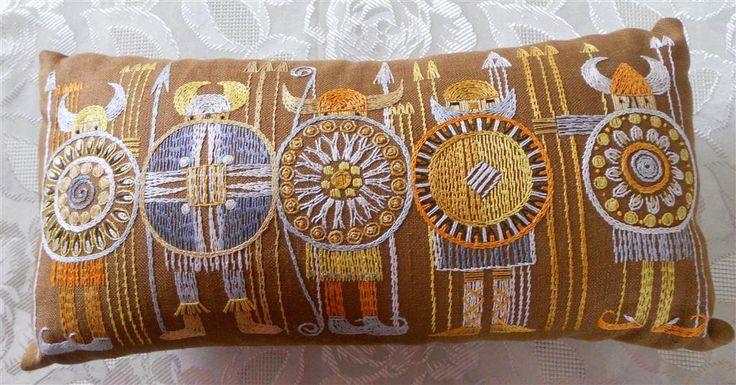 Prynads Brodera kudde mått 25 x 50 cm