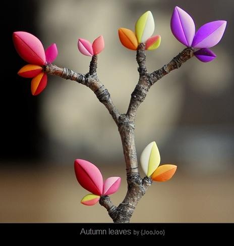 la fimo sur branche d'arbre : je suis totalement fan !! j'ai essayé avec de la fimo blanche translucide 014, c'est juste magnifique même avec un travail de fleur très grossier. Fournitures : http://www.rentreediscount.com/Fimo,77310.html