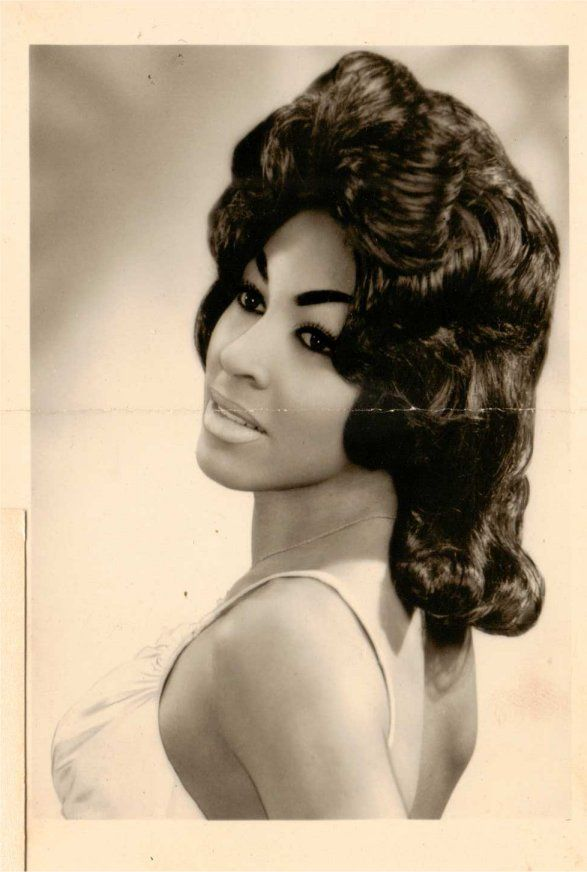 The Metro St/   A very young Tina Turner true R&B(Rhythm and Blues) - A true legend and a real classy Diva