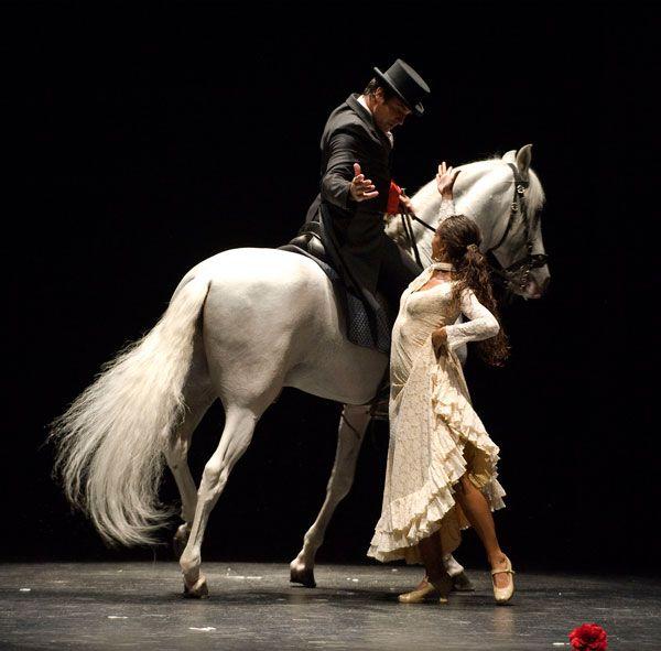 Salvador Tavora une la ópera y el baile flamenco con el arte ecuestre.