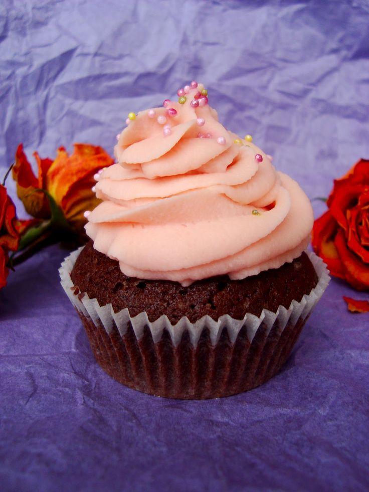 Yummy Baker: Suklaa Cupcakes ja ystävänpäivätikkarit
