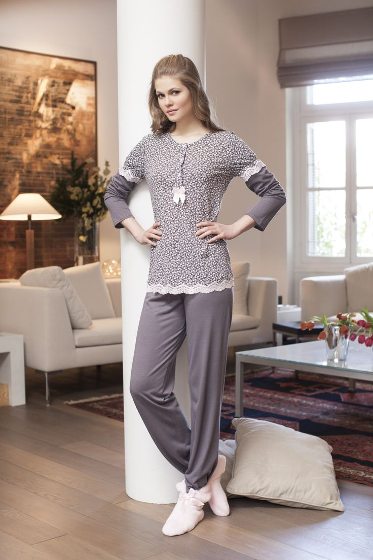 Pyjaman in cotton viscose with matching lace