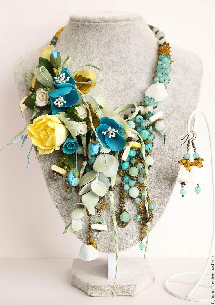 Купить комплект ПРЕДРАССВЕТНАЯ ЛАЗУРЬ - мятный, голубой, желтый, бирюзовый, колье с розой, колье из камней