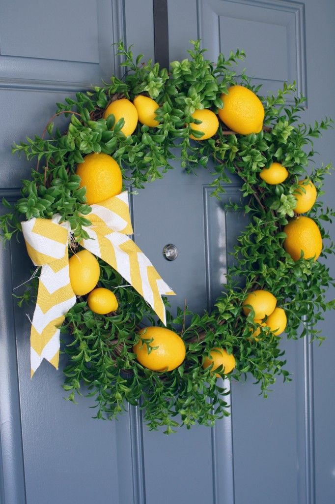 If life hands you lemons, make a summery wreath! (@ A Diamond in the Stuff)