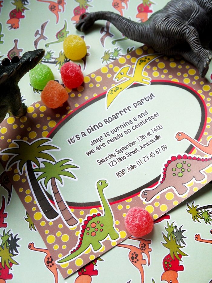 Dinosaur birthday party ideas with DIY decorations, printable, food, favors and party games for boys or girl celebrations! - BirdsParty.com @birdsparty