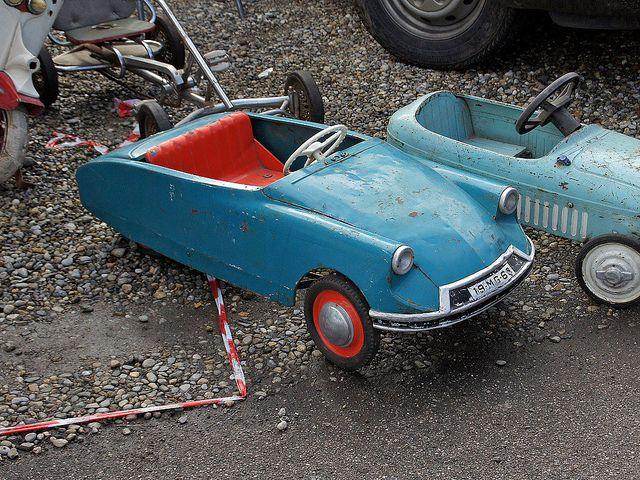 Citroën DS giocattolo a pedali - pedal toy by Maurizio Boi, via Flickr
