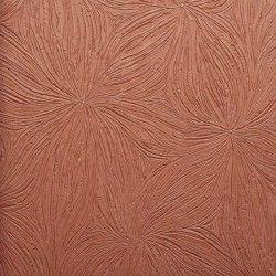 Diseño con formas de vegetales, en color cobre en este papel pintado de la colección Karat de Parati.
