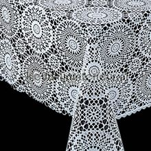 wit kant tafelzeil: Geen donkere achtergrond - Het materiaal/ dessin is opengewerkt zoals een kanten kleed. .