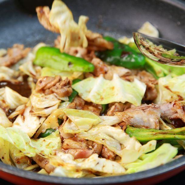 Poêlée de porc au gingembre, soja et chou chinois