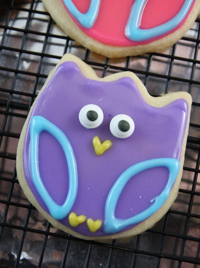 Owl Sugar Cookies using a tulip cookie cutter (H's birthday for his Owl classroom friends!)