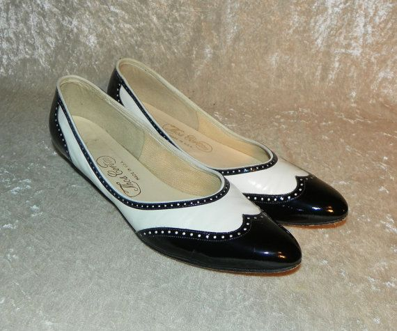 Shoes Black & White Wingtip Spectator Shoes Flats Leather 1980's Thos. Cort  LTD Size !0 SS or AAAA