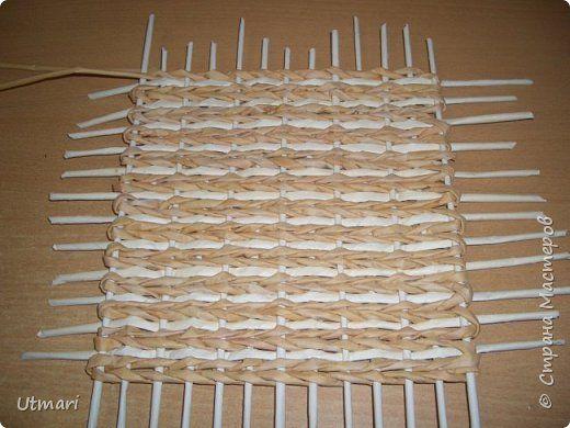 Поделка изделие Плетение Коробок с плетёным дном Продолжаю учиться Идея с удобными стоячками Трубочки бумажные фото 6