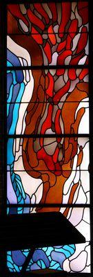 Taufsymbole: Feuer und Wasser.   Wilhelm Buschulte , 1970   Fenster in der Taufnische   Opal-,Opakglas/Blei   300 x 95 cm