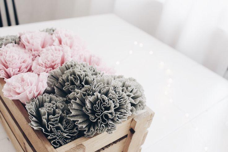 die besten 25 blumen aus krepppapier ideen auf pinterest blumen basteln papierblumen basteln. Black Bedroom Furniture Sets. Home Design Ideas