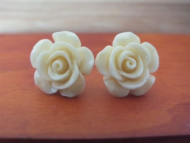 Small earrings with a charming beige rose. by PerfectLoveArts 4.00 �