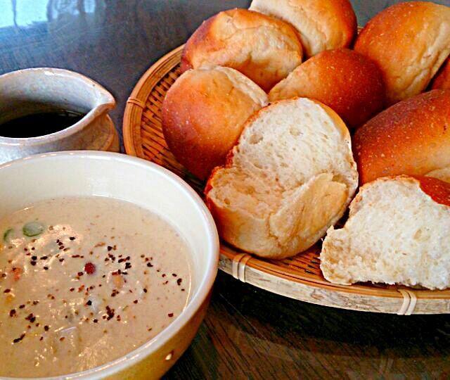 いつもは蜂蜜を使うところ、メープルシロップを使ってノンオイルで焼いてみた。  素朴な味は変わらず、風味が増したように思います。 - 102件のもぐもぐ - 味噌メープルパンと、豆スープの朝ごはん by bakermeg