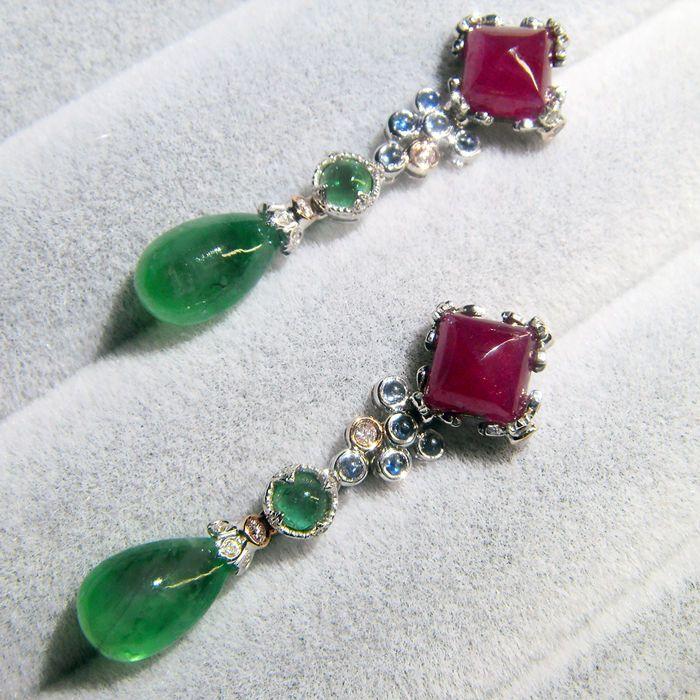 18K gouden oorbellen met 6.03ct van smaragden 4.89 ct robijnen 014 ct van roze diamanten  Materiaal: 18K goud roze diamant emerald ruby sapphire diamondAfmeting: hoogte 36mmRuby: 489 ctSmaragd: 6.03ctRoze diamant: 0.14 ct (mooie roze SI)Diamond:0.16ct(GVS)Gewicht: 5.57 gBehandeling: alleen de emerald geolied (rest onbekend)Verpakken van sieraden doosVerzending: EMSVerzending als verzekerde waarde perceel met het tracking-nummer.  EUR 200.00  Meer informatie