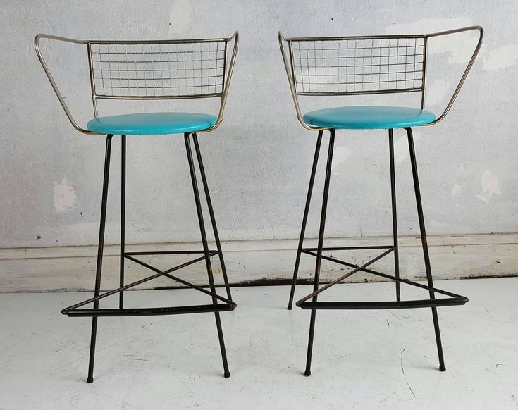Pair Mid-Century Modern Wire and Brass Bar Stools For Sale at 1stdibs