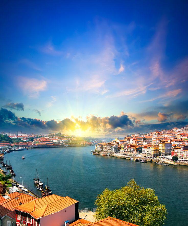 光り輝く太陽と、煌めく川 激動の世界史を創りあげたポルトガルの古き良き港町、ポルト