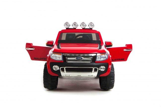Jeep FORD costruita su licenza Ford, auto 2 posti con due pontenti motori da 12V, porte apribili, bagagliaio, luci funzionanti, due marce avanti e retromarcia. lettore USB per mp3 o scheda SD, regolazione volume, indicatore di stato della batteria, Potenza 2 x 45W motori sulle ruote posteriori. Velocità 4-8 km / h.