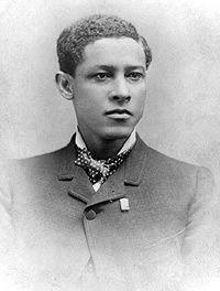 Jan Matzeliger, uitvinder van de zwikmachine, nog steeds gebruikt in schoenfabrieken. Hij werd op 15 september 1852 geboren aan de Cottica in Suriname, als zoon van de blanke planter Matzeliger en de slavin Aletta. Dubbelklik voor meer info.