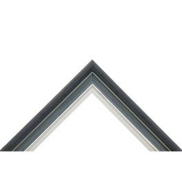 Era Steel har flera färger inom samma ton och är mycket effektfull. Ramen är mörkgrå, grå och antikvit med en silverfärgad stav. Mjuka färger tillsammans med kontraster mellan färgerna ger en inramning som garanterat syns på väggen. Vill du ha en ram som sticker ut, är det här ett naturligt val för dig. Profilen är av typen hålkärl och oberoende av tiden och fungerar år efter år. Bredd: 31 mm. Höjd: 20 mm. Falsdjup: 7 mm.