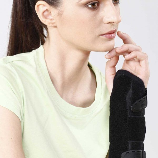 Forearm Splint Category: Wrist & Fore Arm Forearm Splint is a long brace designed to provide splinting support to radius and ulna and immobilize, firmly the forearm in various orthopedic conditions. It maintains the wrist in the functional position. Amphi-dextrous Customizable splints Perfect immobilization Easy to use and remove