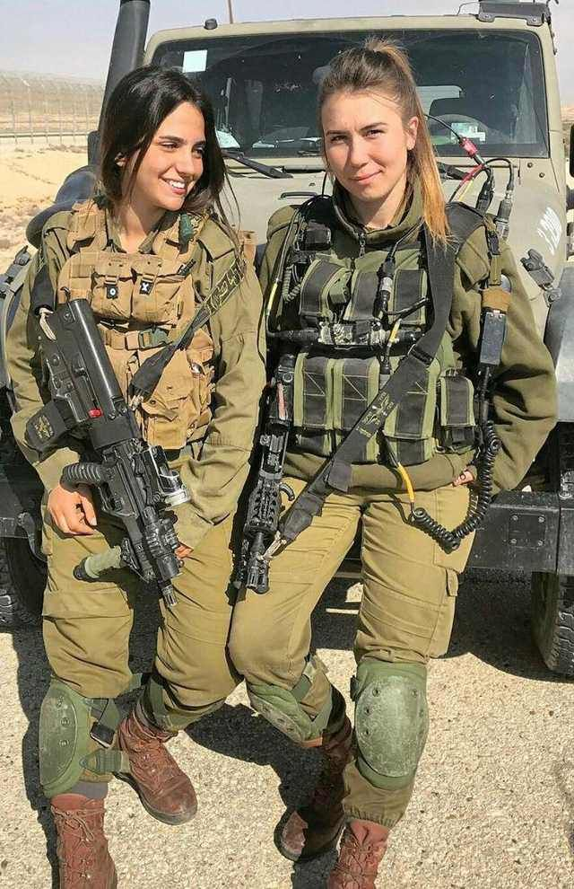 IDF female operators with CTAR-21 and Tar-21