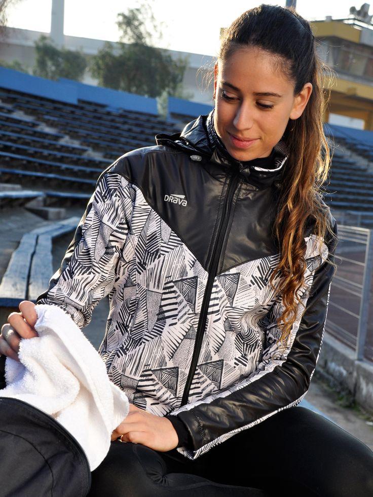 Chaqueta Print Cover Negra.  Para más información visita www.drava.cl  #pontedrava