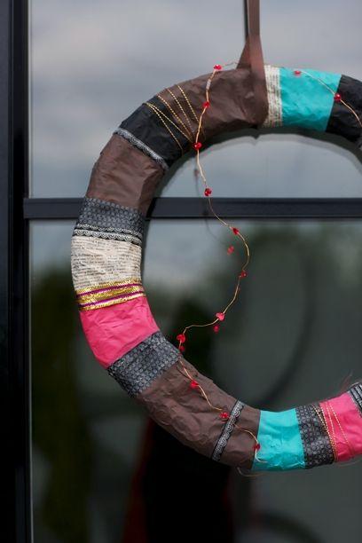 Savner du et DIY-projekt i den mørke tid? Så kan du overveje at lave en smuk efterårskrans til din dør, dit bord eller vindue. Efterårskranse kan laves af stort set alt, og vi har samlet 10 fine idéer til dig!