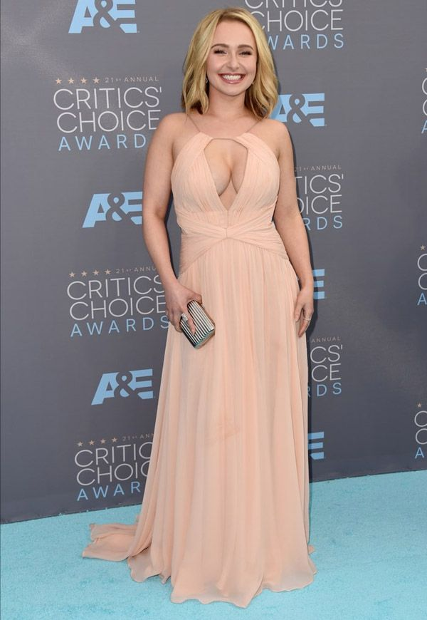 A atriz Hayden Panettiere no red carpet do Critic's Choice Awards 2016.