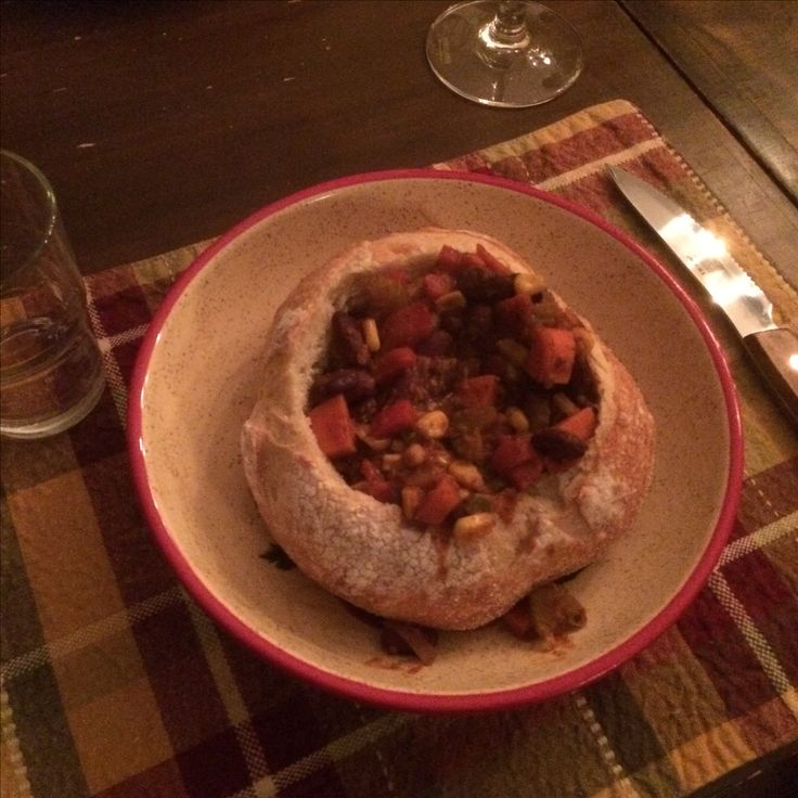 Vegetarian chili in a bread bowl