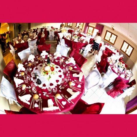 Mantel para mesa redonda color Bordo..y no..¡no nos hemos olvidado de las mesas redondas!