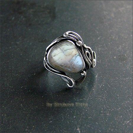 Изящное кольцо с красивейшим беломоритом.
