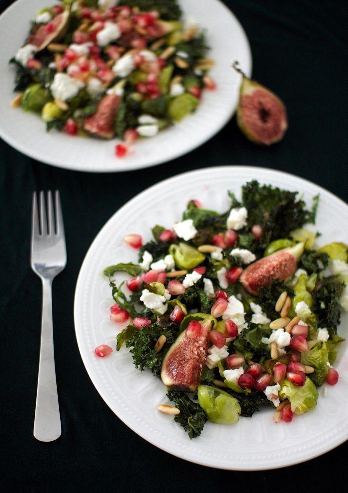 Pari huippuhyvää kaalia ja eksoottista hedelmää tekevät fetasalaatista luksusta.