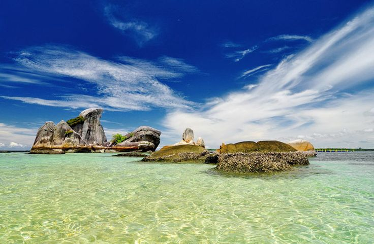 Belitung Imaji Tour >>> Belitung beaches that on the coast of the Pacific islands, increasingly more popular in the day by day. Belitung Imaji Tour also has served many tourists and guests who came, they saw an amazing sight ... What do they see? Take a look at the following pictures.