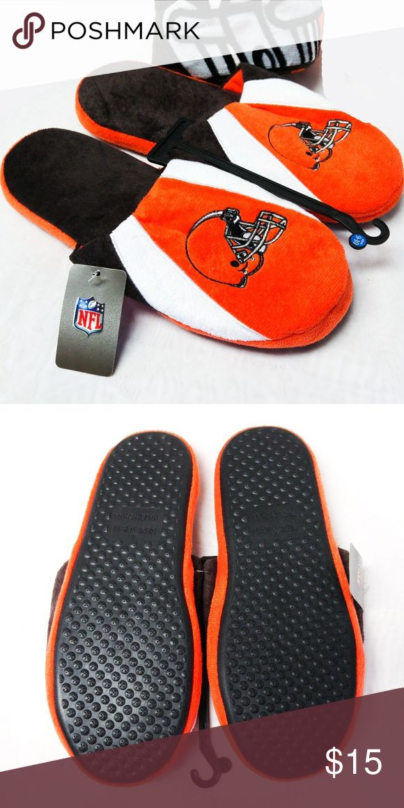 NWT Sz 9-10 Cleveland Browns Slide Slippers Men's The slippers are New with tags....Stay comfy for late-night games or lounging with these Cleveland Browns scuff slippers from the NFL. These soft slippers warm with microfleece fabric and cushion with a soothing thick foam sole. NFL Shoes