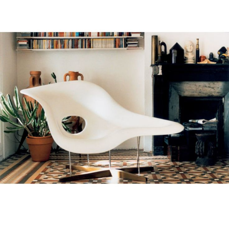 Charles and Ray Eames La Chaise White Closeup Vitra