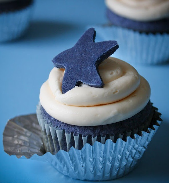 Sprinkle Bakes: Blue Velvet Cupcakes and Finding the Perfect Hue: Cupcake Rosa-Choqu, Stars Cupcake, Blue Velvet Cupcake, Sprinkles Baking, Cupcake Recipe, Red Velvet, Bluevelvet, Blue Velvet Cakes, Blue Cupcake