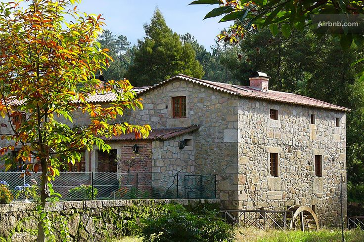 Casa em Ponte de Lima, Portugal. This seemingly romantic Azenha is near the Estorãos River. The house together with the eighteenth century water mill will immediately win you over.   Old stone steps lead down from an enchanting patio and cottage garden to the Estorãos River. So o...