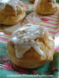 Bignè filled with pastry cream. A delicacy! This and much more for sale at Rockesholm30a!