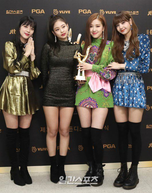 BLACKPINKOFFICIAL | BLACKPINK | Pinterest | Blackpink Golden disk awards and Kpop