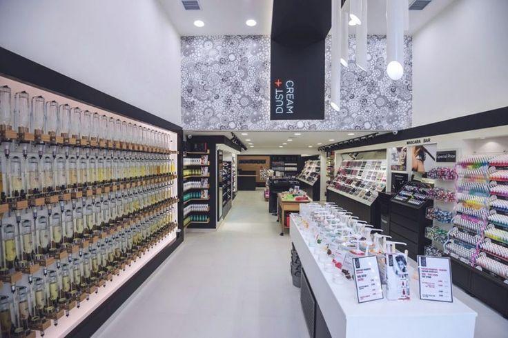 "DUST+CREAM ""beauty products and more"": Ο κλάδος των προϊόντων της ομορφιάς προσανατολίζεται σε οικονομικότερες λύσεις. Συνέντευξη με τον κ. Λέανδρο Καρακατσάνη, Δ/νοντα Σύμβουλο της DUST+CREAM ""beauty products and more""."
