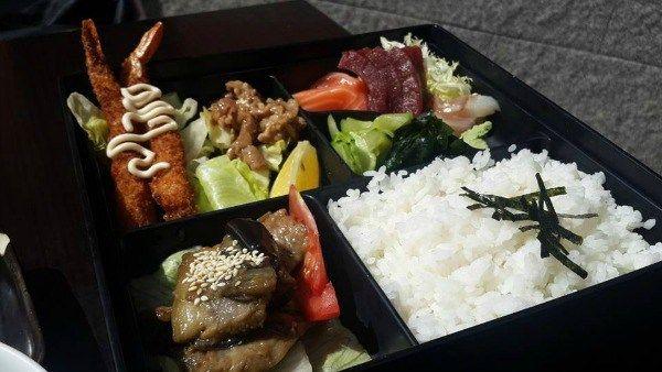 Repasa nuestra lista de los mejores restaurantes japoneses en Madrid clásicos que nuestro bolsillo puede pagar. Bueno, bonito y barato