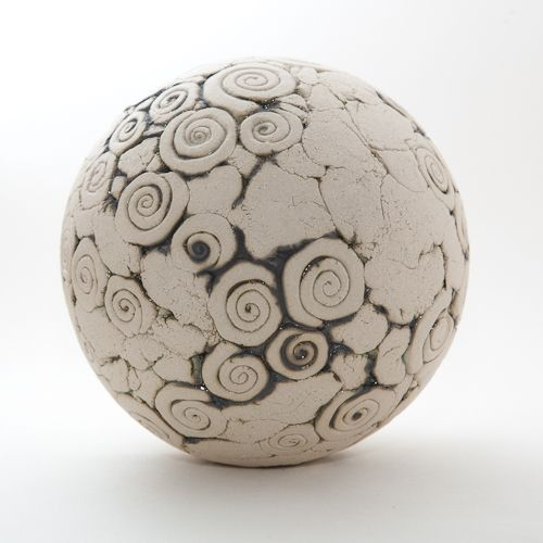 13 besten keramik kugeln bilder auf pinterest keramik for Gartenskulpturen aus ton