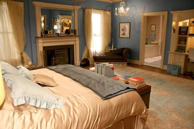 Bedroom, Fascinating Wooden Table On Persian Rug Near Bed And White Wooden  Desk Also Chair In Blair Waldorf Bedroom With Laminate Flooring: Charming  Blair ...