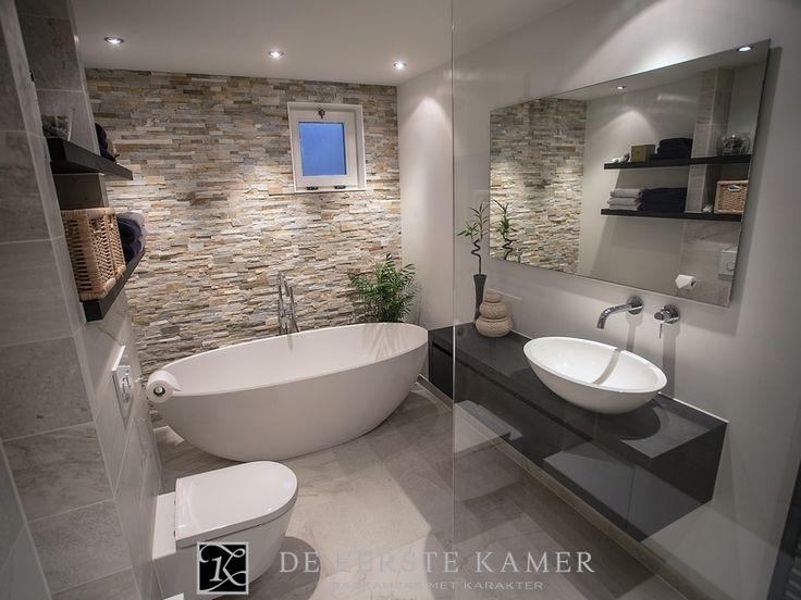 (De Eerste Kamer) Geniet van de vriendelijke sfeer in deze inspirerende badkamer. Meer badkamerideeën vindt u op www.eerstekamerbadkamers.nl