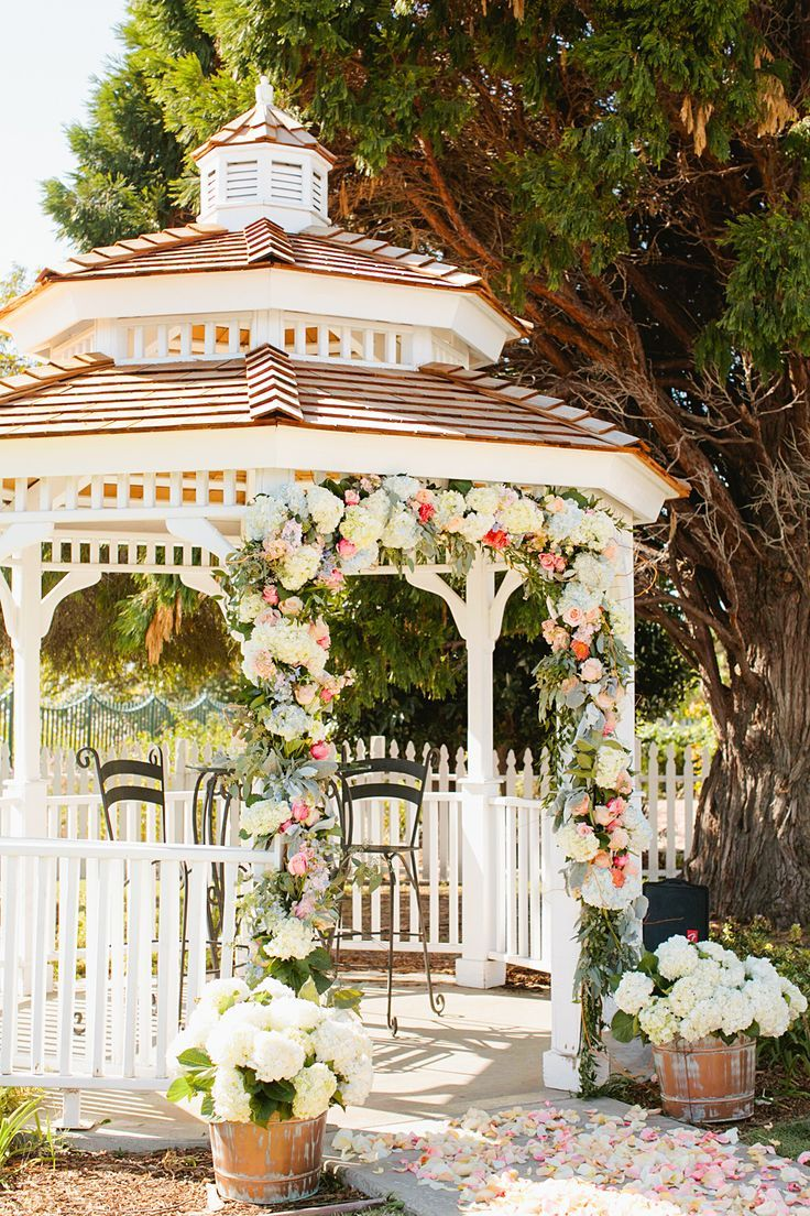 Flowers around the gazebo. We are not allowed to damage the paint in any way. Please use twisty flowers for gazebo, thick flowers like this. Optional:tulle bows